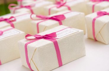Why to give Door Gifts for Business Associates?